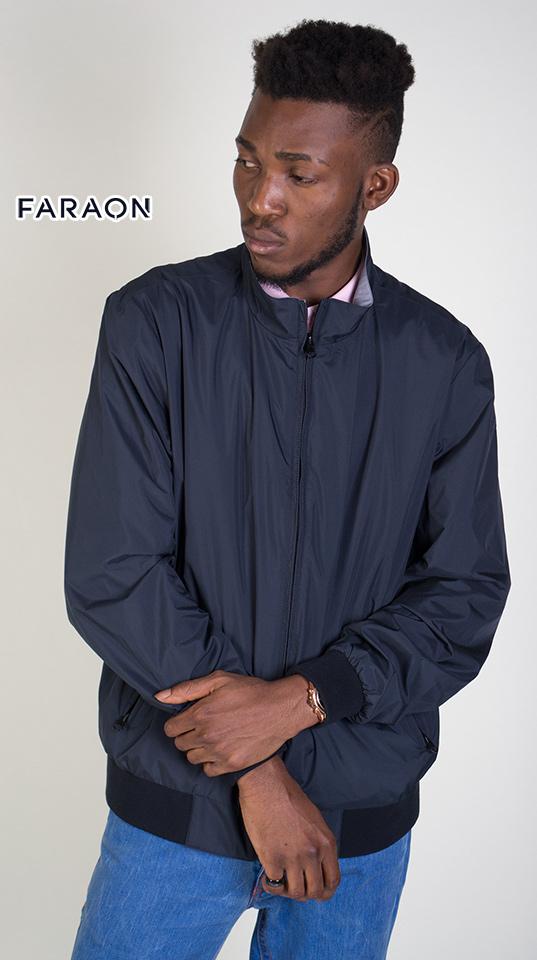Осіння чоловіча куртка синього кольору. Двостороння куртка-вітровка з манжетами на рукавах