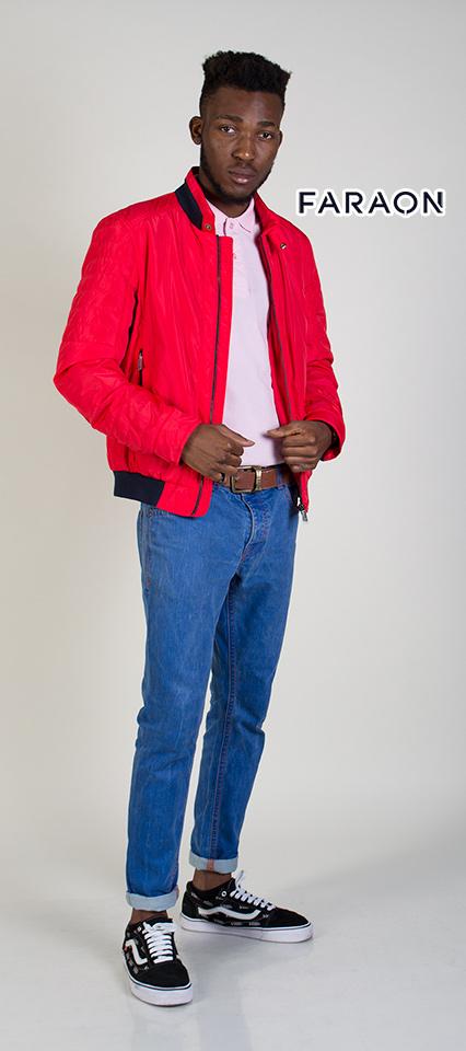 Молодіжна чоловіча демисезонна куртка  червоного кольору.