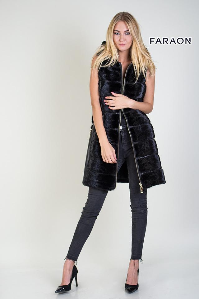 Пальто трансформер с мехом норки, норковый жилет с отстегивающими рукавами черного цвета.