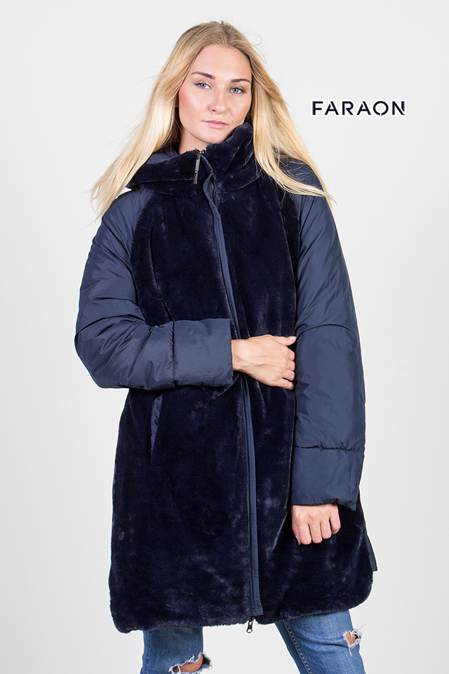 Купить пуховик женский зимний двухсторонний синего цвета с капюшоном