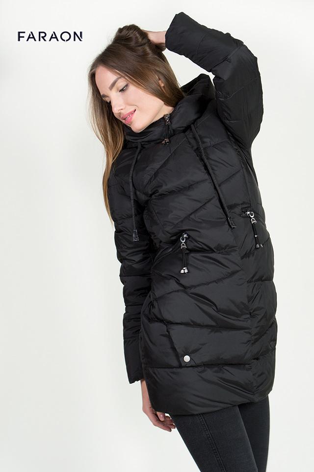 Пуховик оверсайз женский молодёжный средней длины с капюшоном чёрного цвета