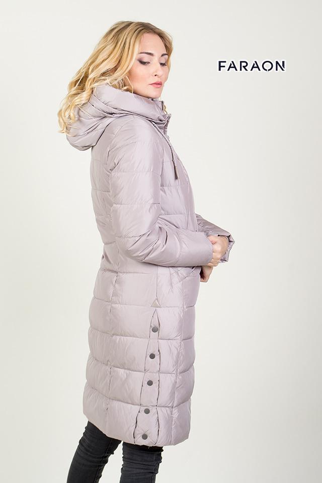 Зимний пуховик серого цвета женский удлинённый с капюшоном с красивой отсрочкой