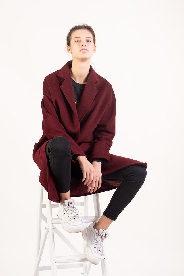 Женское кашемировое пальто. Пальто бордового цвета. Крой пальто свободный. Длинна пальто до колен. Пальто комфортное,стильное,теплое.