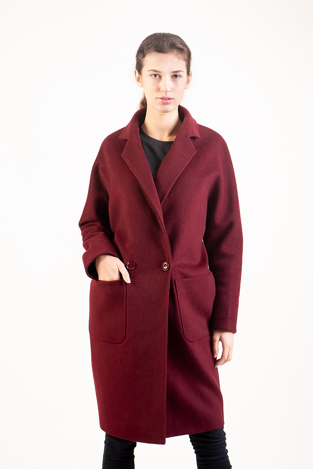 Пальто женское из кашемира бордового цвета карманы накладные застраивается на пуговицы английский воротник