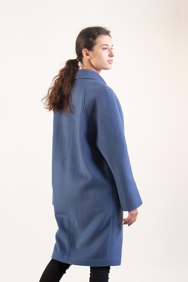 Пальто женское  демисезонное стильное голубого  цвета английский воротник застраивается на пуговицы