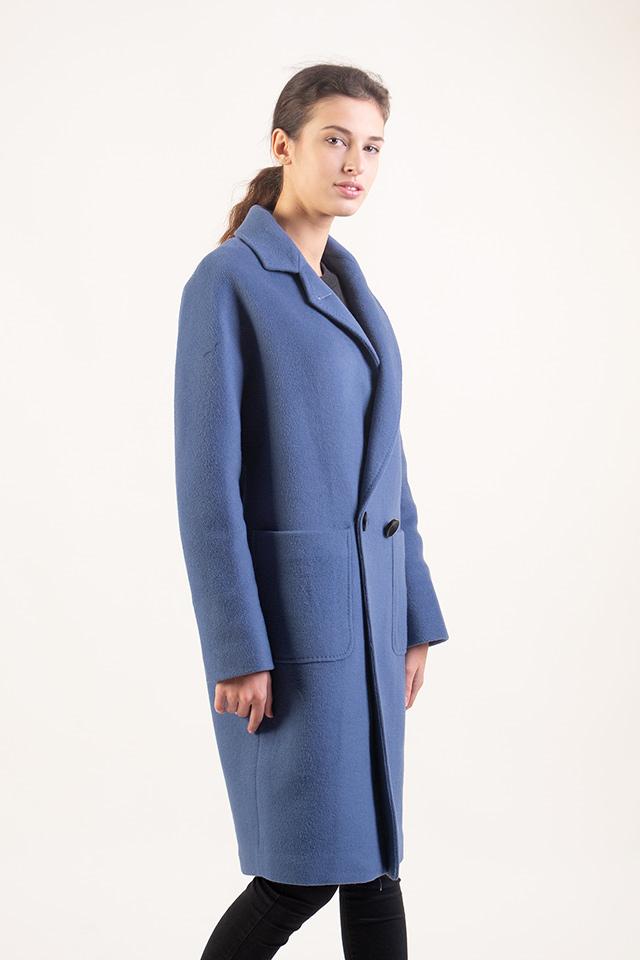 Женское классическое пальто. Пальто теплое,стильное,красивого голубого цвета,пальто современного кроя и практичная длинна.