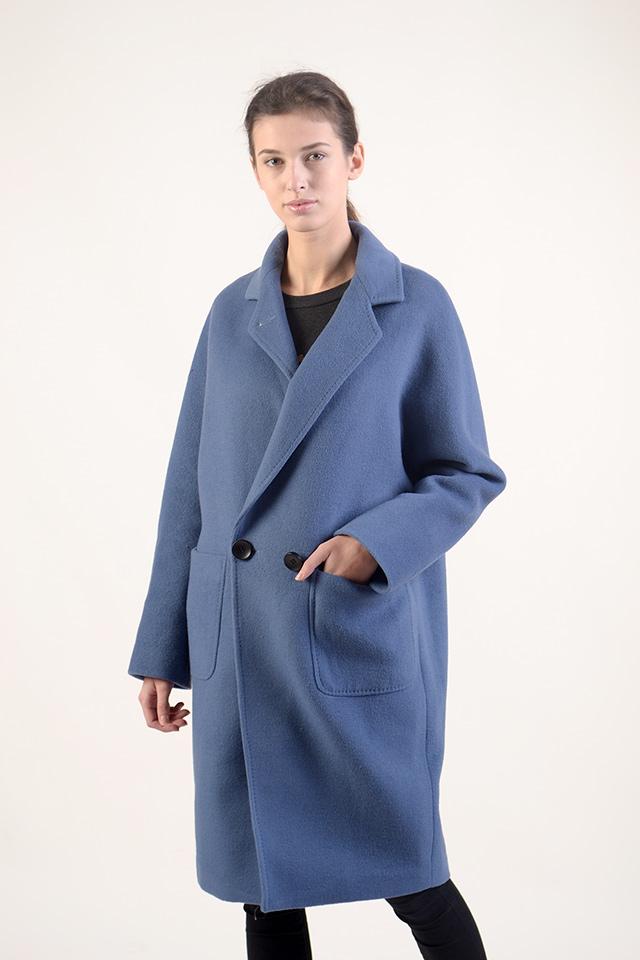 Женское демисезонное пальто.Стильное женское пальто голубого цвета.Женское пальто современного кроя,состав-70%шерсть и 30% нейлон