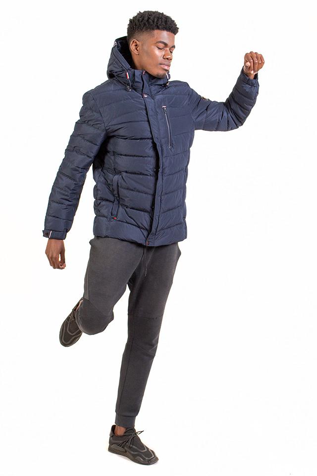 Пуховик мужской молодёжный спортивного плана короткий с капюшоном синего цвета карманы на молнии