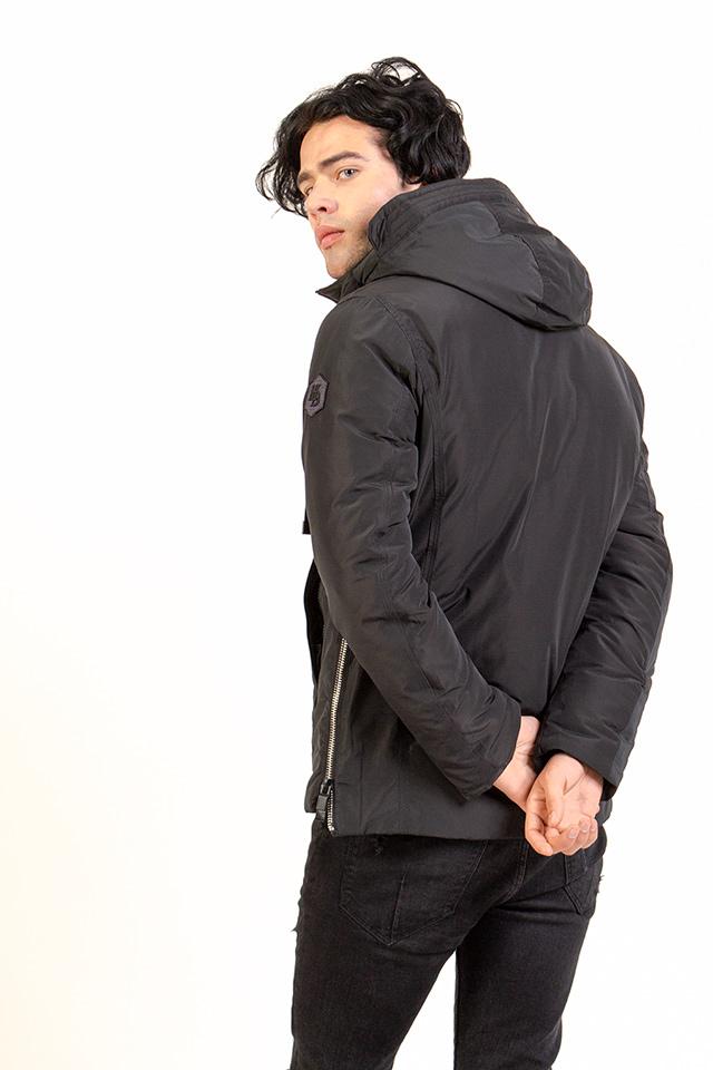 Спортивная мужская куртка на тинсулейте легкая и практичная.Мужская зимняя куртка цвета хаки с капюшоном.