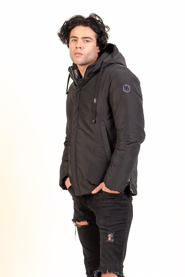 Мужская зимная курточка. Курточка короткая,спортивная,легкая,теплая. Курточка с капюшоном цвета хаки.