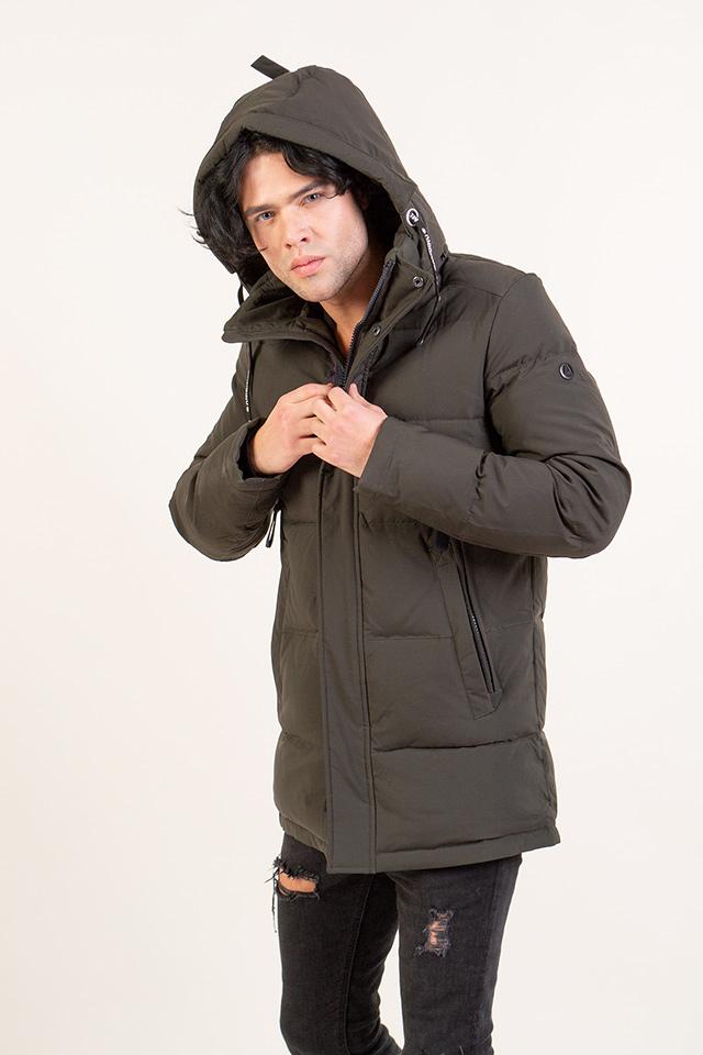 Мужская стеганая курточка. Курточка зимная,прямого кроя,цвета хаки. Курточка с сьемным капюшоном,теплая,практичная и комфортная.