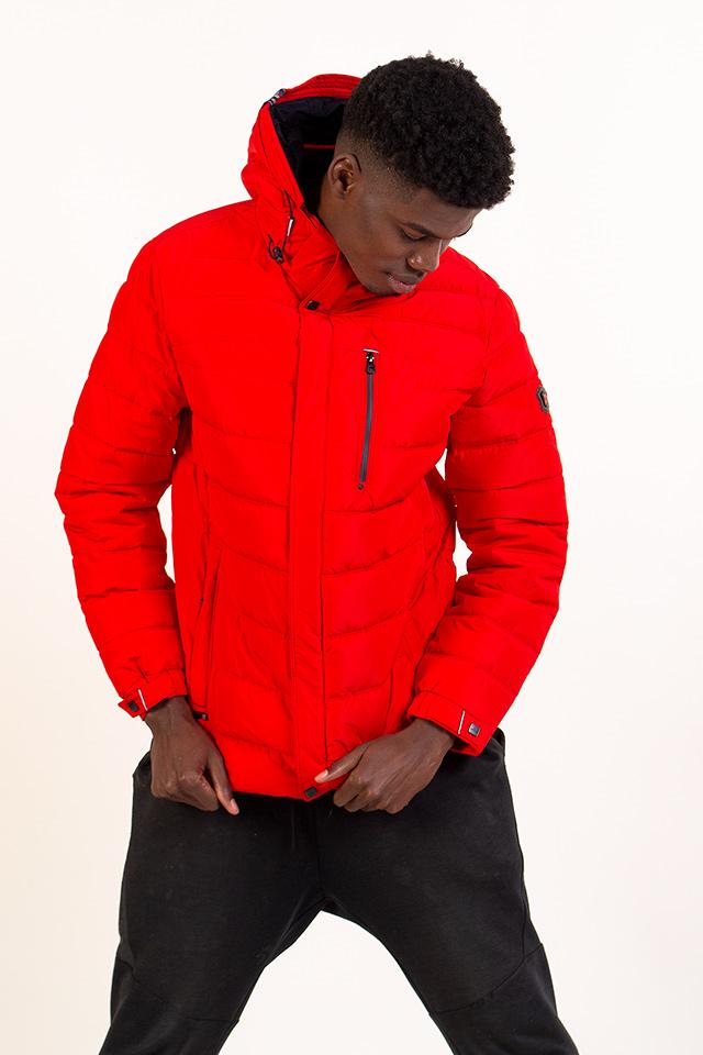 Пуховик мужской молодёжный спортивного плана короткий с капюшоном цвет красный застегивается на молнию