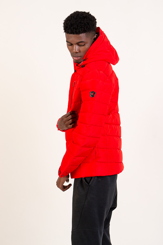 Пуховик мужской ярко красного цвета с капюшоном молодёжный