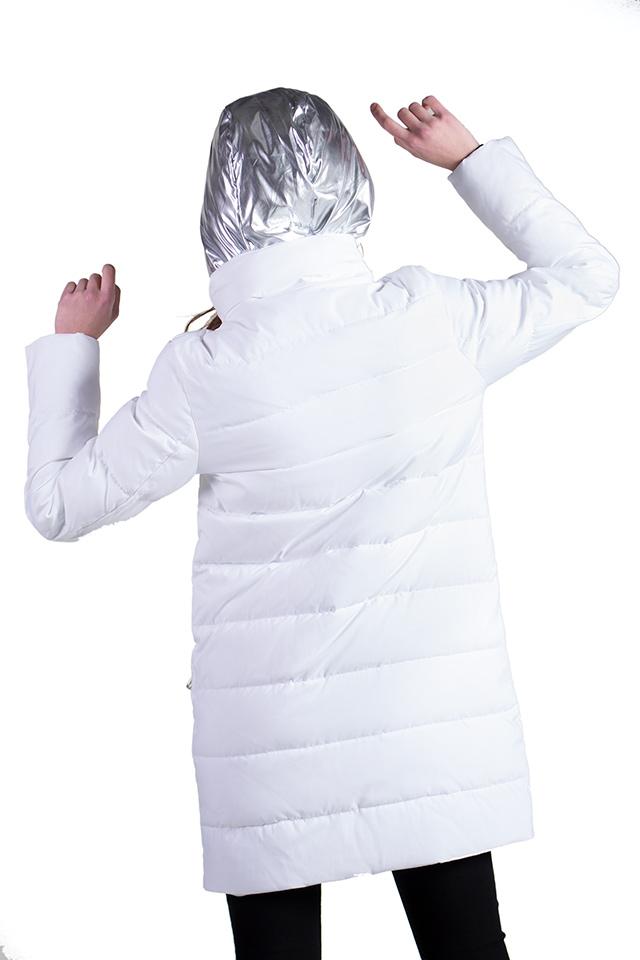 Женский пуховик белого цвета. Пуховик с сьемным капюшоном. Прямой крой. Полная длинна рукава. Утеплитель биопух. Пуховик легкий,теплый,стильный,комфортный.